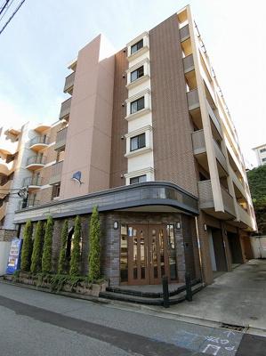 小田急線「生田」駅より徒歩4分!楽器OK♪鉄筋コンクリートの6階建てマンションです♪通勤通学はもちろん、お買い物やお出かけにもGood☆
