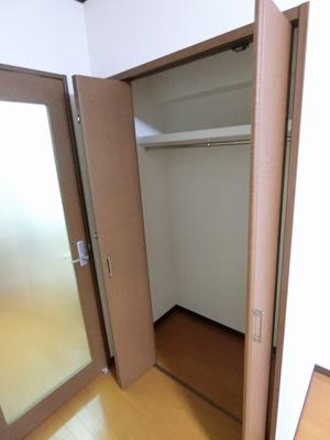 洋室7.5帖のお部屋にあるクローゼットです♪大切なお洋服もしわにならないようにハンガーがけができます☆