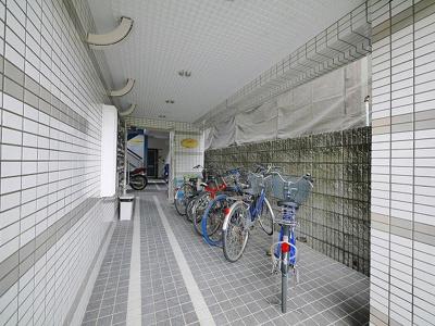 自転車を置いて頂けるスペースがございます。