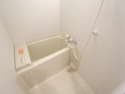 雨の日も洗濯物が乾かせる「浴室乾燥機付」