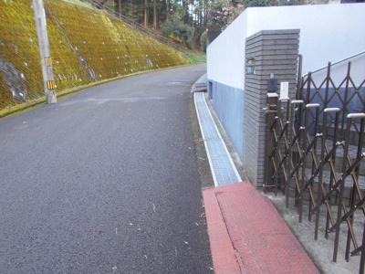 【前面道路含む現地写真】高知市春野町平和