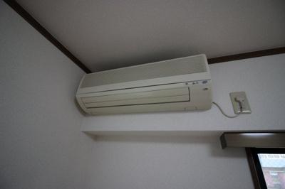 エアコン付いてますので、年中快適に過ごせますよ!