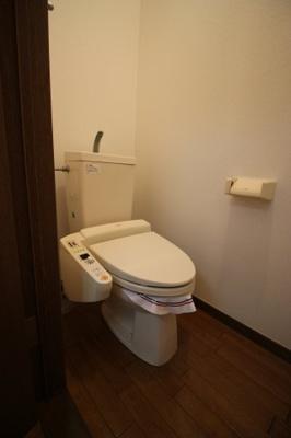 快適トイレ独立型、温水洗浄便座付です!