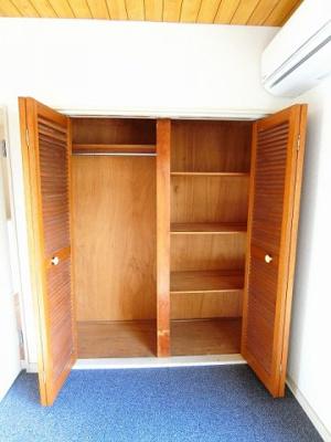 キッチンにある室内洗濯機置き場です♪洗濯機置き場がキッチン横にある分、洗面所が広く使えます☆