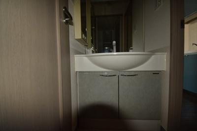 広めの独立洗面台です