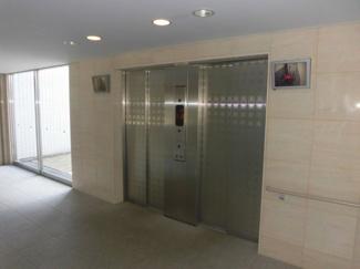 エレベーターは2ヵ所有ります。