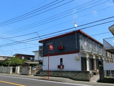 小田急線「百合ヶ丘」駅より徒歩8分!コンビニも近くて便利な立地の2階建てアパートです♪通勤通学はもちろん、お買い物やお出かけにもGood☆