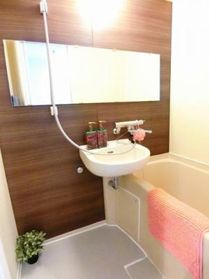 2口ガスコンロ・グリル付きのキッチンです☆2口コンロは複数の調理を同時にできるので時短にもGOOD♪