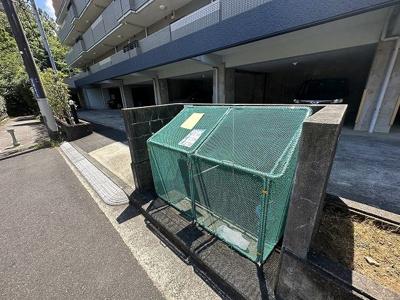 屋内駐輪場で雨が降っても大切な自転車が濡れなくてすみますね♪駅から自転車もおすすめです!