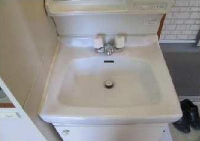 シエスタ沼袋の独立洗面台、小物を置くことができて便利です