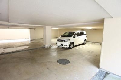 敷地内地下駐車場