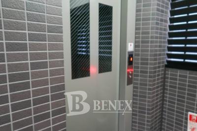レジオス市谷のエレベーターです
