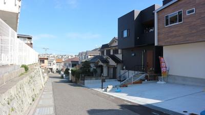 【前面道路含む現地写真】《》神戸市垂水区南多聞台3丁目 1号地 未入居物件