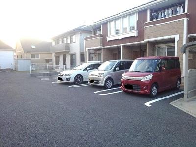 敷地内駐車場空きあり!