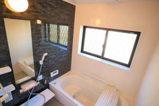 ラウレアヒルズ 新築一戸建て 木更津駅 浴室乾燥機付きで窓も大きいので湿気の多い浴室には換気が大事ですね!