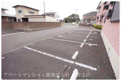 【駐車場】ロイヤルガーデンきぬの里B