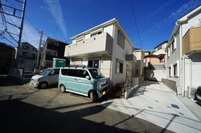 【外観】カースペース3台!全居室6帖以上♪シューズクローク、食品庫付。岩崎町全3棟新築戸建て