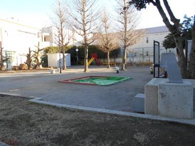 徒歩1分の場所には素敵な公園があります♪ 「シマグリーンハイツ」のお問い合わせは株式会社メイワ・エステートへ