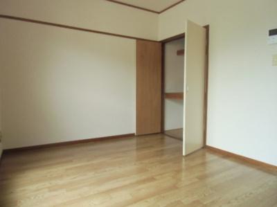シンフォニーガーデンの洋室