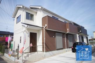 1号棟 現地(2019年3月)撮影 堂々完成しました!即入居可能♪ 敷地面積110.38㎡(33.38坪)。 駐車2台可能です。