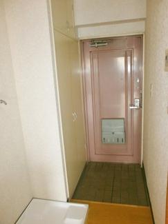 玄関です。ロイヤルヒルズ石室