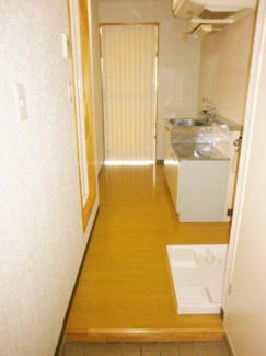 室内洗濯機置場、キッチンがあります。ロイヤルヒルズ石室