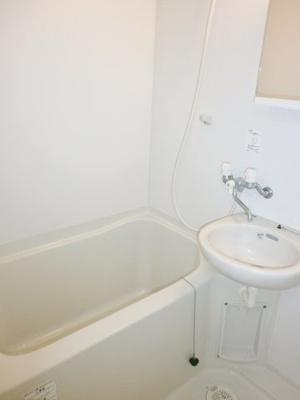 ゆったり過ごせるお風呂です。ロイヤルヒルズ石室