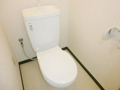 清潔感のあるトイレです。ロイヤルヒルズ石室