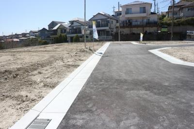 【前面道路含む現地写真】神戸市垂水区名谷町 5号棟 新築戸建