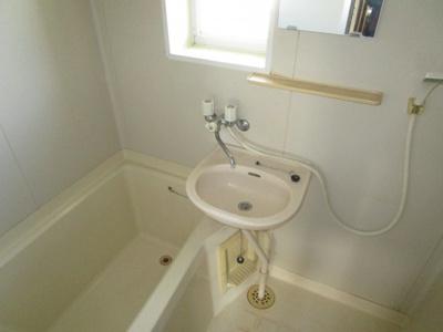 窓のある浴室