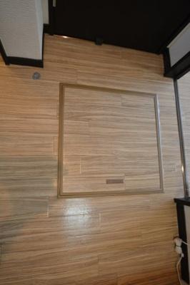 職在庫として使える床下収納です。あるとかなり便利ですね(*^。^*)