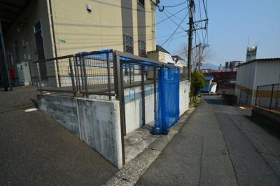 敷地内にゴミステーションがきちんと設置されています。