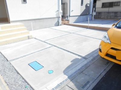 カースペースがあります。並列2台。2号棟らすと1棟。1780から1680万円に価格変更です。