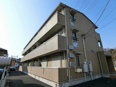 小田急多摩線「五月台」駅より徒歩1分!便利な立地の3階建てアパートです☆駅近のお部屋をお探しの方におすすめ♪