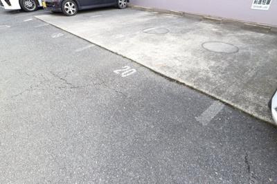 【駐車場】KNハイツB