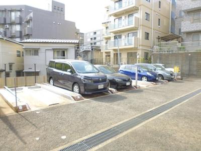いつでも目の届く敷地内に駐車場があります♪お車をお持ちの方におすすめです☆