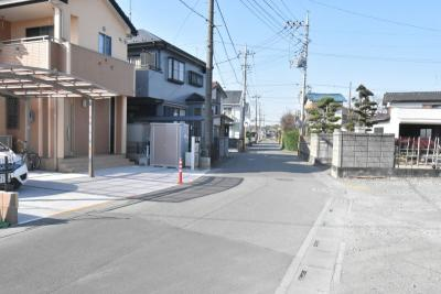【前面道路含む現地写真】鴻巣市登戸 新築一戸建て全3棟