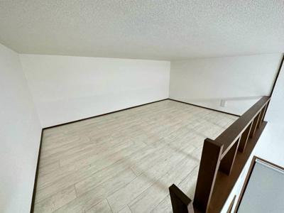 洋室6帖のお部屋にある3帖のロフトスペースです!ロフトはベッドや収納スペースとしても使えて便利です☆