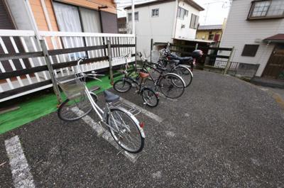 駐輪場にはバイクも置けます