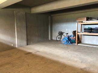 ガレージ付き駐車場です。