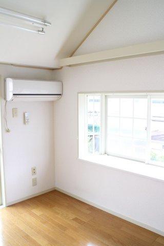 エアコン・出窓有