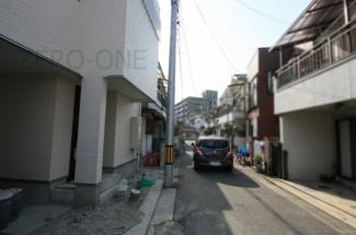前面道路も狭くないので駐車もらくらくです