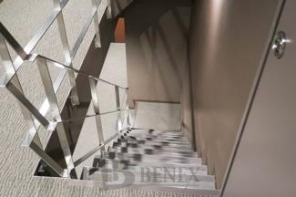 レイ市ヶ谷の階段です