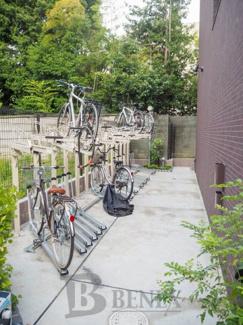 レイ市ヶ谷の駐輪場です