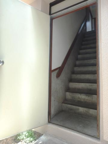 1階部分は施錠型の共用扉につきセキュリティも安心