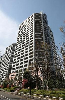 新宿に建つ高層マンション 管理体制も良好で部屋からは街並みを一望できます