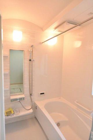 タカラの耐震システムバス、高品位ホーロー壁パネルで毎日のお手入れもラクラク。浴室換気乾燥暖房機も付いて寒い冬や湿気の多い梅雨の時期に活躍します♪