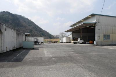敷地南側の工場外観