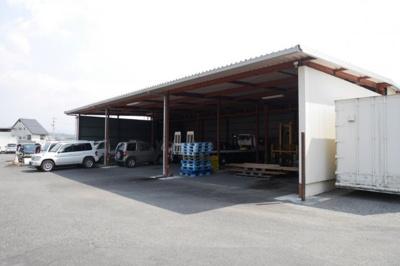 敷地北側の車庫