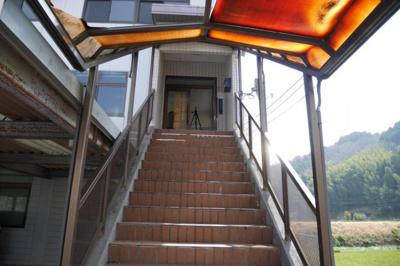 事務所棟 2階への階段